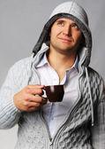Bell'uomo con una tazza di caffè — Foto Stock
