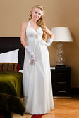 Beautiful bride in the bedroom with luxurious interior — Stockfoto