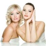 rostos de sensualidade de duas belas moças — Foto Stock