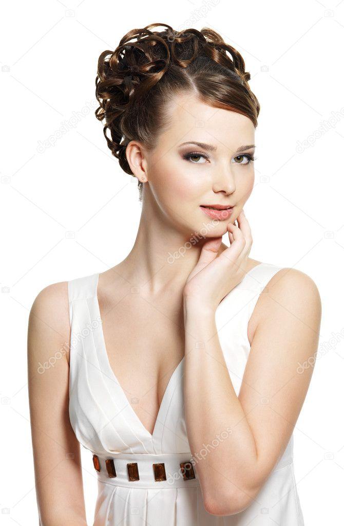 Женщина с красивой причёской фото
