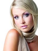 Piękna twarz blond kobieta — Zdjęcie stockowe