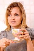 Mulher bebendo café — Foto Stock
