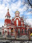 Iglesia de la anunciación de santa madrina en parque petrovski. moscú, rusia — Foto de Stock
