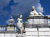Monuments in old terrace near the palace. Arkhangelskoye Estate. Moscow — Stock Photo