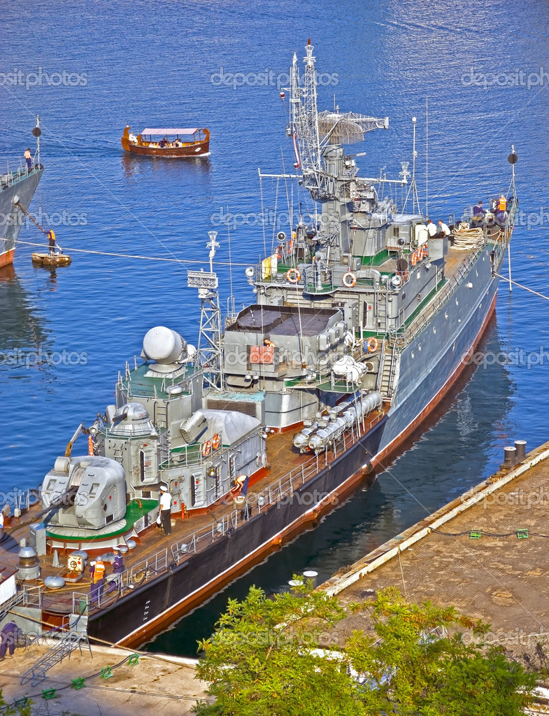 Picture of the Russian anti-sub-marin ship — Stock Photo #7616361