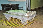 Roketler üzerinde taşıma arabası — Stok fotoğraf