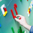 Child playing with plastic toy bricks — Stockfoto