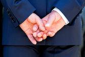 Handen geklemd — Stockfoto