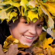 Girl in wreath of leaves - Zdjęcie stockowe