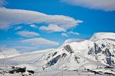 красивые снежные горы — Стоковое фото