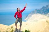 Hombre encima de la montaña — Foto de Stock