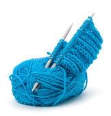 Fio de lã e agulha de tricô. acessórios de costura. — Foto Stock