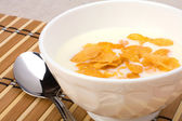 Healthy breakfast. Bowl with corn flakes. — Stock Photo