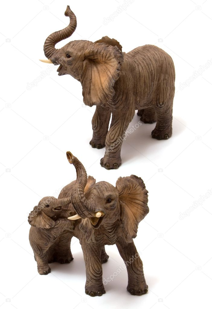 Ceramics elephant with elephant calf isolated on white background — Stock Photo #7011262