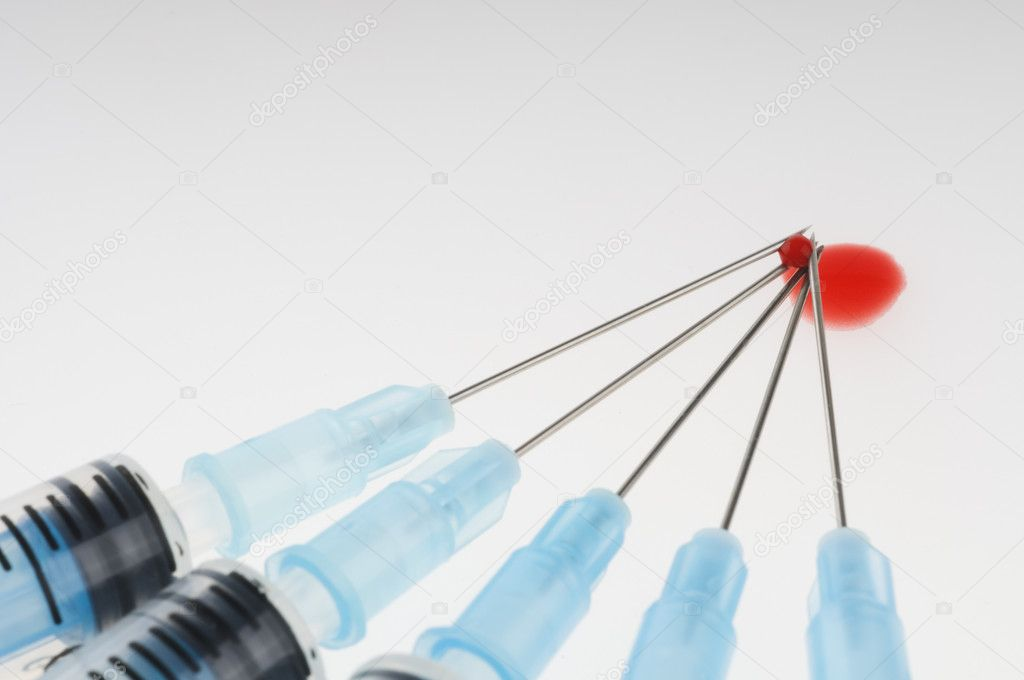 Five syringes with needles and blood drop  — Stock Photo #6845862