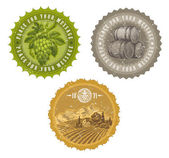 Etiquetas vintage con mano dibujado elementos - viticultura y enología — Vector de stock