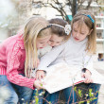 drie zusters in het park — Stockfoto