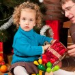 Little girl and her dad near Christmas tree — Stockfoto