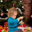 Little girl near Christmas tree - Stockfoto