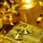velas de Navidad doradas y cajas de regalo oro — Foto de Stock   #6771883