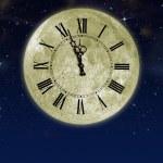 Луна с стрелки часов в звездное небо — Стоковое фото