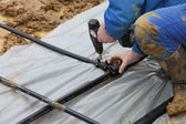 Craftsmen combines geothermal pipes in the ground — Stockfoto
