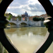 Saint Peter Basilicas seen through ornament of bridge over Tib — Stock fotografie #7512768