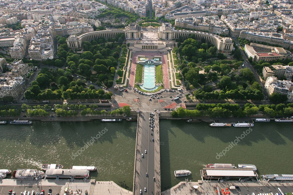 Aerial view on Seine river and Trocadero in Paris, France. — Stock Photo #7847974