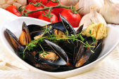 Cooked mussels with garlic butter sauce and thyme in a white bow — Stock Photo