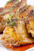 Grilled chicken tights with fresh thyme on a white plate — Stock Photo