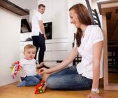 Moeder spelen met zoon — Stockfoto