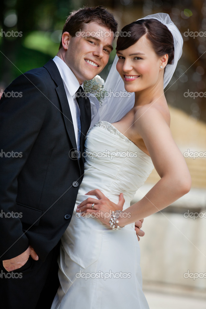 Portrait of cute young married couple posing — Stock Photo #6959407