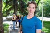 微笑大学男性肖像 — 图库照片