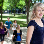 Universit Student Walking to Class — Stock Photo