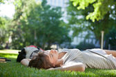 Girl asleep on the grass — Stock fotografie