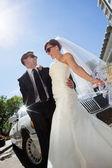 Happy Wedding Couple with Limo — Stock Photo