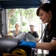 Foto Stock: Paramedic in Ambulance with Patient