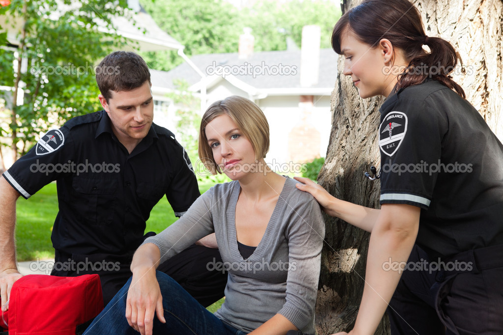 Emergency medical team with recovering patient — Stock Photo #7388902