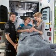 Senior vrouw ambulance — Stockfoto
