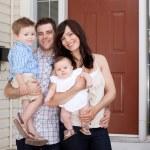 familjeporträtt hemma — Stockfoto