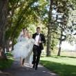 Bride and Groom Running — Stock Photo