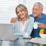 Happy Couple Using Laptop — Stock Photo