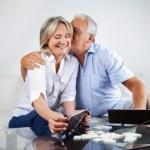 pareja de ancianos jugando — Foto de Stock