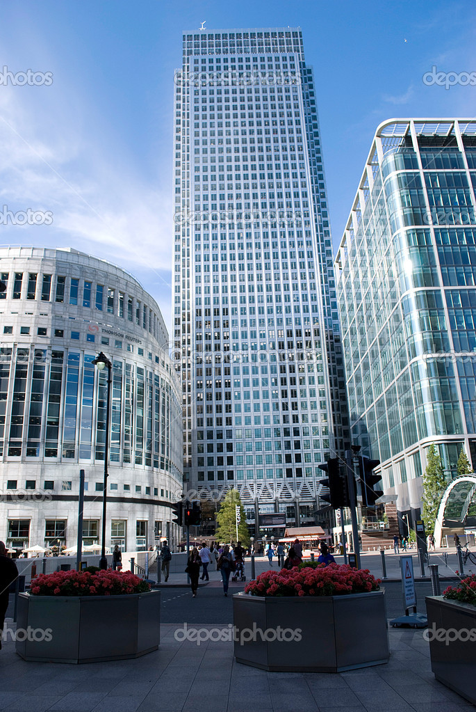 Canary Wharf famous skyscrapers of London's financial district — Stock Photo #7137690