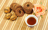 Té negro y galletas de chocolate — Foto de Stock