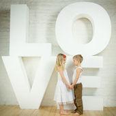 美しい少女と少年愛 — ストック写真
