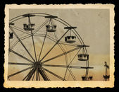Vintage photo of ferris wheel in amusement park — Stock Photo