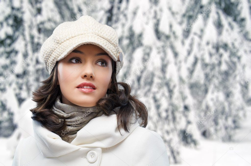 A beauty girl on the winter background — Stock Photo #7367321