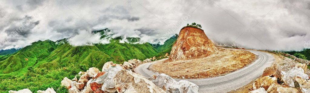 Mountain pass. The incredible road between Sapa and Lai Chau — Stock Photo #7525638