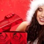 Happyl junge Frau mit Weihnachts-Geschenk-box — Stockfoto
